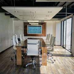 Oficinas en Coyoacán: Salas multimedia de estilo industrial por Endémica Arquitectos