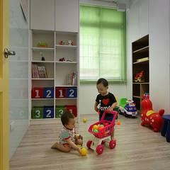 夏川空間設計工作室:  tarz Çocuk Odası