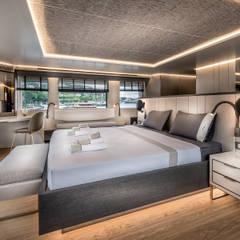 Yates y jets modernos: Ideas, imágenes y decoración de Esra Kazmirci Mimarlik Moderno