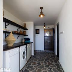 Corridor & hallway by Home & Haus | Home Staging & Fotografía, Mediterranean