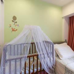溫馨可愛的育嬰室:  嬰兒房/兒童房 by 弘悅國際室內裝修有限公司