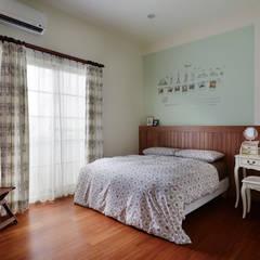 Dormitorios de estilo  por 弘悅國際室內裝修有限公司