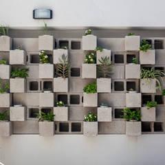 Edificio Tucumán: Jardines de estilo  por Garnerone + Ramos Arq.,Moderno