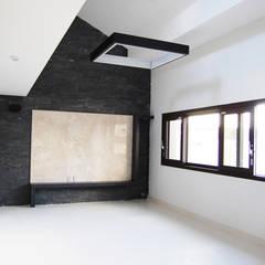 플라츠_울산시 중구 유곡동 470-1 상가주택: AAG architecten의  벽,모던