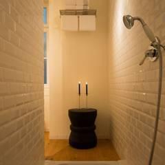 Le Consulat - Lisboa: Casas de banho  por Architect Your Home,Moderno