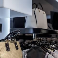 Интерьер магазина женской одежды: Офисы и магазины в . Автор – Архитектурная студия Чадо