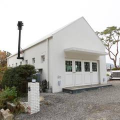 Blanc jardin: AAPA건축사사무소의  주택