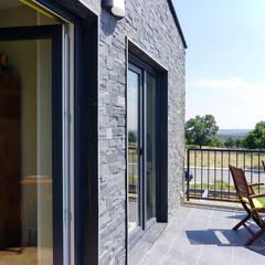 Moderner Balkon, Veranda & Terrasse von Casas Cube Modern