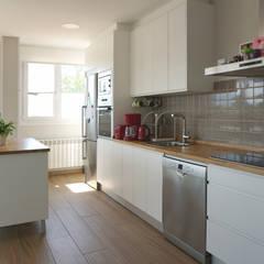 Moderne Küchen von Casas Cube Modern