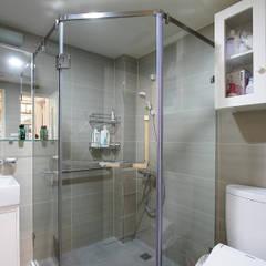 高雄市鼓山區老公寓改建:  浴室 by 澤田工程/留名堂室內設計