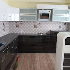 Scale Inch Interior Portfolio—2 BHK Completed Interior Project At Begur Road, Bangalore:  Kitchen by Scale Inch Pvt. Ltd.