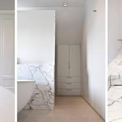 marmer maatwerk: minimalistische Badkamer door Binnenvorm