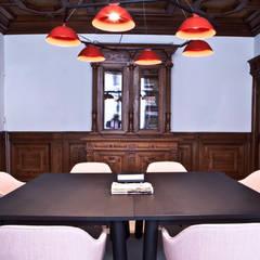 combinatie van moderne meubels met monumentale stijlkamers:  Kantoor- & winkelruimten door Binnenvorm