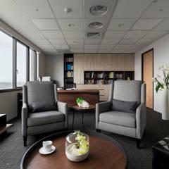 Projekty,  Przestrzenie biurowe i magazynowe zaprojektowane przez 耀昀創意設計有限公司/Alfonso Ideas