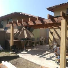 Montaje de estructura de madera: Terrazas  de estilo  por Tu Obra Maestra