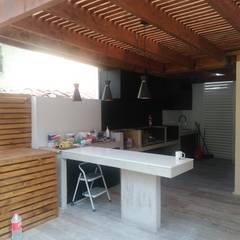Mesones y techo de Quincho: Terrazas  de estilo  por Tu Obra Maestra