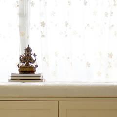 Căn hộ Tân Cổ Điển Lãng Mạn ở Thăng Long No1:  Cửa sổ by Công ty cổ phần NỘI THẤT AVALO