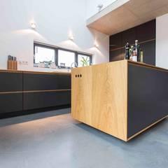 pickartzarchitektur-koeln1-kueche: minimalistische Küche von pickartzarchitektur