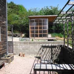 pickartzarchitektur-BaM2-Gartenhof mit Teehaus: minimalistischer Garten von pickartzarchitektur