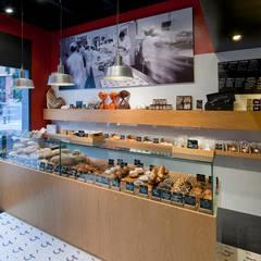 Panadería Oriol Balaguer: Locales gastronómicos de estilo  de THE ROOM & CO