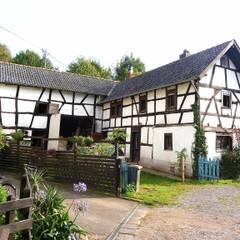 pickartzarchitektur-mec-Aussenansicht Fachwerkhof: landhausstil Häuser von pickartzarchitektur