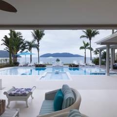 Infinity pool by Tammaro Arquitetura e Engenharia