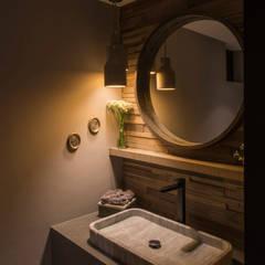 2a20c5a513087 Casa AR  Baños de estilo por ARCO Arquitectura Contemporánea