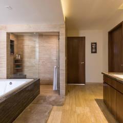 La Cúspide: Baños de estilo  por ARCO Arquitectura Contemporánea