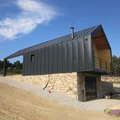 Apoio Agrícola - Penalva do Castelo: Garagens e arrecadações  por Pedro Palma Arquiteto,Moderno Alumínio/Zinco