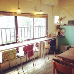 2階席: 空間設計カラー店舗設計事務所が手掛けたレストランです。