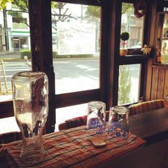 カウンター席: 空間設計カラー店舗設計事務所が手掛けたレストランです。