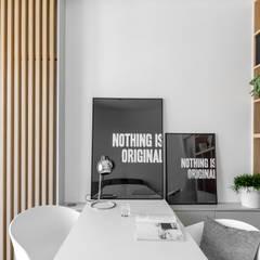 Our photoshoot of minimalistic apartment design by Design My Deer Minimalistyczna jadalnia od Ayuko Studio Minimalistyczny