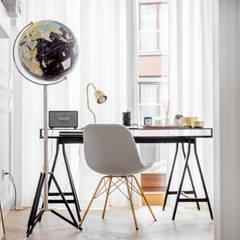 Our photoshoot of apartment design by Domagała Design (Warsaw, Poland): styl , w kategorii Domowe biuro i gabinet zaprojektowany przez Ayuko Studio