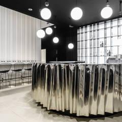 Klubokawiarnia w Gdańskim Teatrze Szekspirowskim: styl , w kategorii Bary i kluby zaprojektowany przez Marta Koniczuk Pracownia Architektury Wnętrz