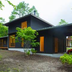 Casas  por 一級建築士事務所 アトリエ カムイ
