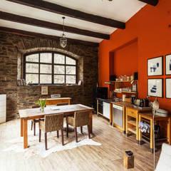 Einfach nicht perfekt, Haus / Garten: mediterrane Küche von 2kn Architekt + Landschaftsarchitekt