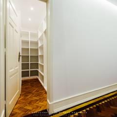 Dressing room by NOVACOBE - Construção e Reabilitação, Lda.