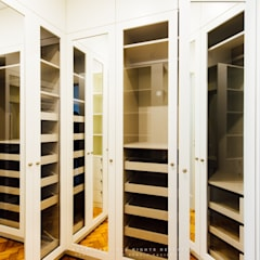 Apartamento Avenida António Augusto de Aguiar: Closets  por NOVACOBE - Construção e Reabilitação, Lda.