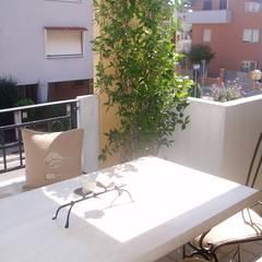 terrazzo: Terrazza in stile  di Mobili Donda