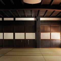 座敷建具: 株式会社ラウムアソシエイツ一級建築士事務所が手掛けた和室です。