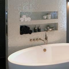 Woonhuis het Gooi:  Badkamer door design iD