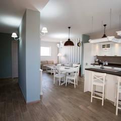 Appartamento Stile Shabby Chic Rustico: Cucina in stile  di T_C_Interior_Design___