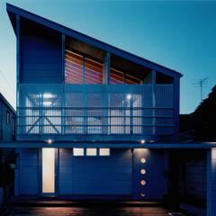 夜景: 株式会社ラウムアソシエイツ一級建築士事務所が手掛けた家です。