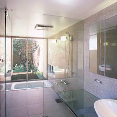 薬師の住宅: アトリエ環 建築設計事務所が手掛けた浴室です。,モダン