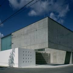 東南外観: 株式会社ラウムアソシエイツ一級建築士事務所が手掛けた家です。
