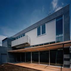 南外観: 株式会社ラウムアソシエイツ一級建築士事務所が手掛けた家です。