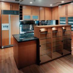 キッチン: 株式会社ラウムアソシエイツ一級建築士事務所が手掛けたキッチンです。