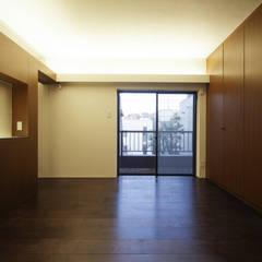 湯島の家Ⅱ(リフォーム): アトリエ スピノザが手掛けた寝室です。,