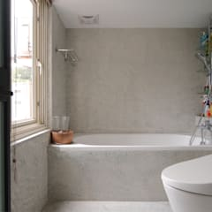 Bathroom by 直方設計有限公司,