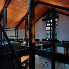 S邸: 株式会社ラウムアソシエイツ一級建築士事務所が手掛けたリビングです。